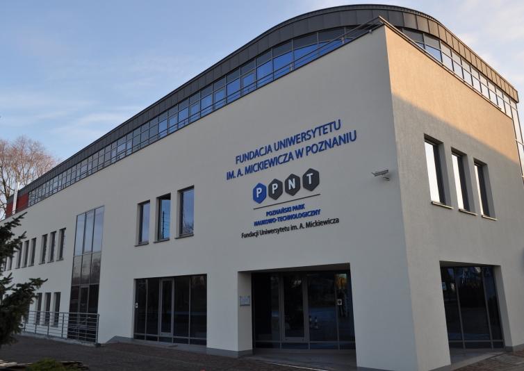 Fundacja Uniwersytetu im Adama Mickiewicza, wyposażone laboratoria